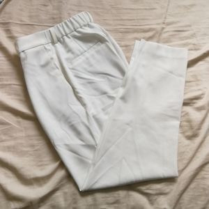 💙3/$25 White pants Uniqlo